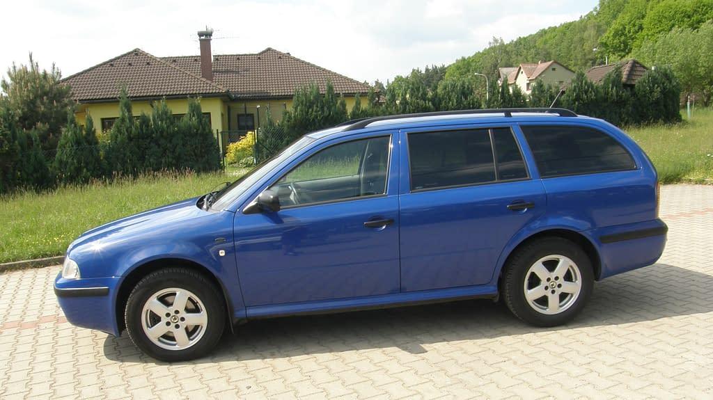 Ukázka aplikace autofolií naa běžnem voze - Škoda Octavia I