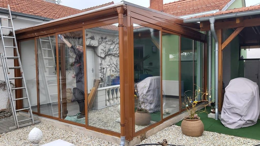 Zimní zahrada s aplikovanými bezpečnostními a reflexními fóliemi. Zvyšeje se tak bezpečnost a snižuje teplota.