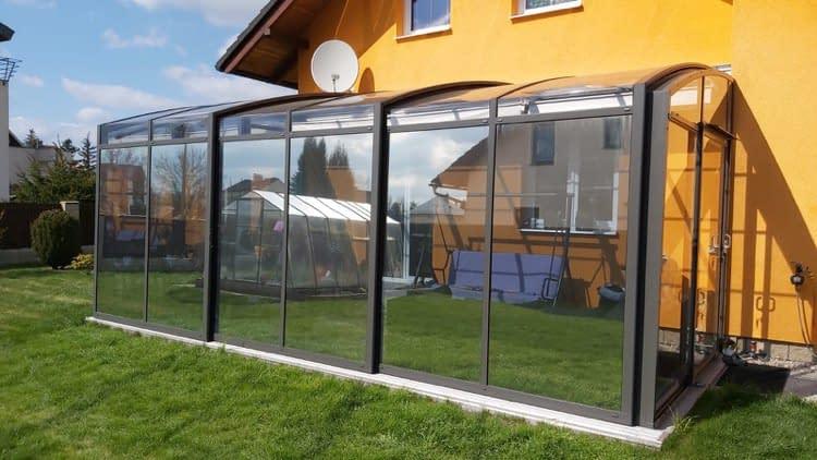 Reflexních fólie na prosklené terase výrazně snižují teplotu a pomáhají tak k vytvoření příjemného klima.